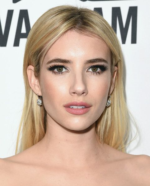 Emma Roberts Long Center Part - Emma Roberts didn't need much more than this simple center-parted 'do to look fabulous at the amfAR Inspiration Gala.