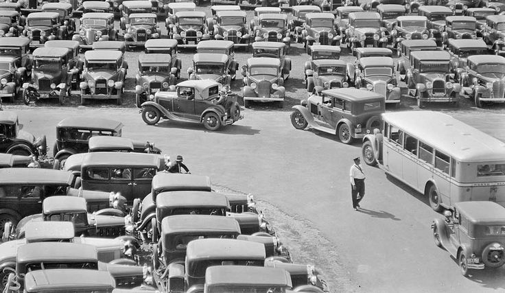 Rockingham-Park-Parking-lot-filled-with-early-1930s-cars.jpg (1080×627)