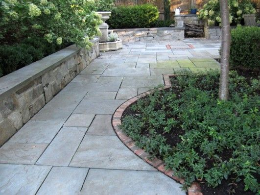 15 best walkways images on pinterest front walkway for Brick sidewalk edging