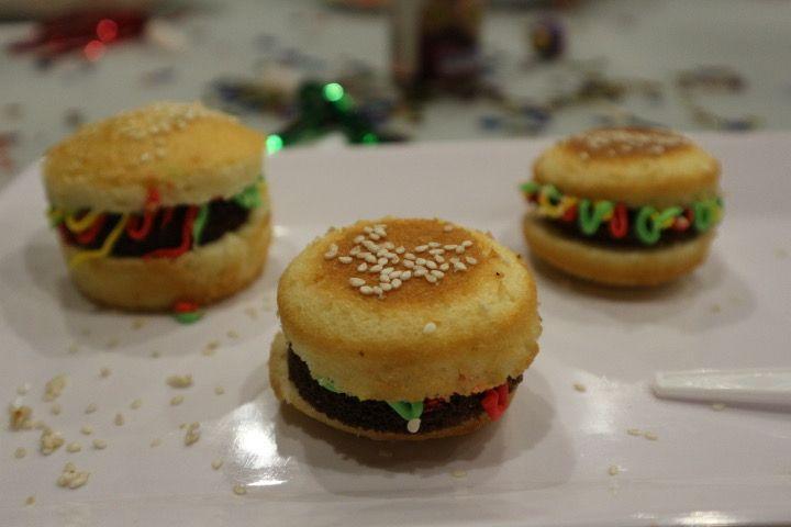 Burger cupcakes!🍔