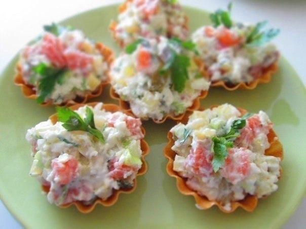 Тарталетки с салатом из семги