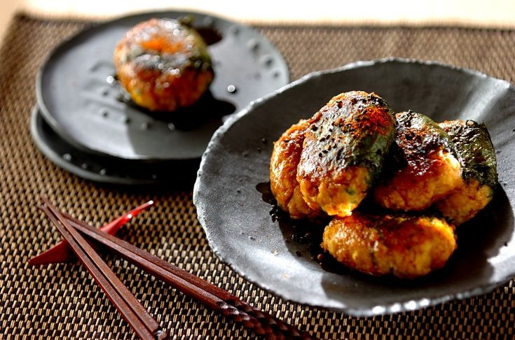 お肉を使わなくても、十分な食べごたえ。メインディッシュにどうぞ。ヒヨコ豆と冷凍豆腐のベジつくね[和食/焼きもの]2016.07.04公開のレシピです。
