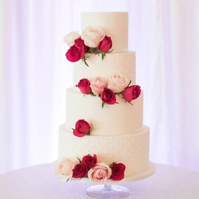 Gelin pastaları bir çok şekilde yapılabilir ama en uygunu sizin kendi gelinliğinize ve düğün aksesuarlarınıza uygun olanıdır. #gelinpastası #gelinpastamodelleri #gelinpastaları #gelinpastası2015 http://xn--gelinsamodelleri-ipb.com/2015/09/08/gelin-pasta-modelleri/3