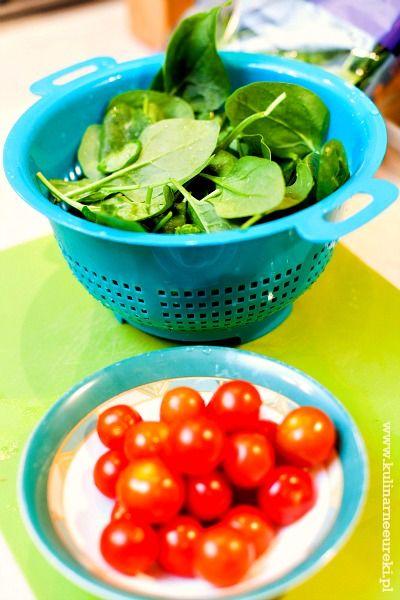 Makaron ryzowy ze szpinakiem i pomidorami