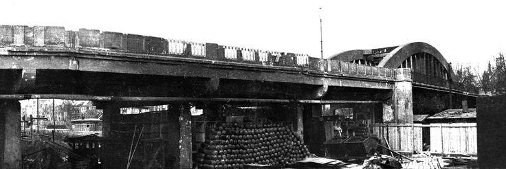 Под виадук, что на современной улице Вагоностроительной, гитлеровцами был заложен не один вагон взрывчатки