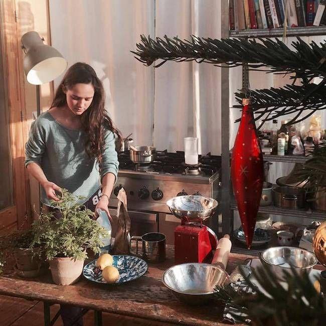 Dört kişiden oluşan Scholten ailesitabiat severler için çıtayı biraz daha yükselterek ve Rotterdam Üniversitesi öğrencilerinin gerçekleştirdiği dev yeşil ev projesinde üç yıl boyunca yaşamaya başl…