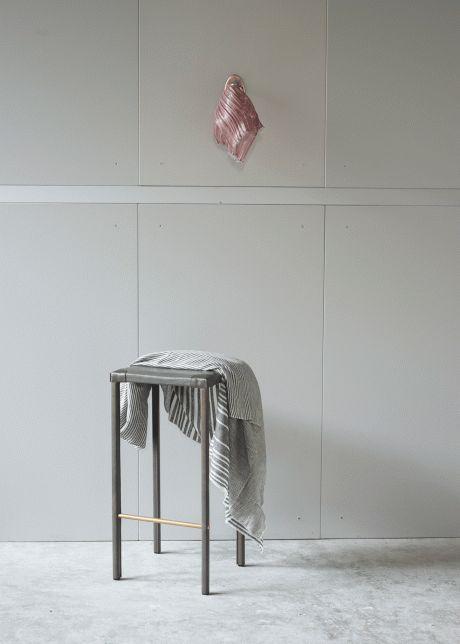 Ochre Lighting and Furniture | My Design Agenda | #livingroomideas #minimalisticdesign #interiordesign #livingroomdecor #livingroomdesign #homedecorideas #interiors #furniture #timelessdesign #craftsmanship #highendfurniture #classicfurniture #wood #steel #brass #furnituredesign