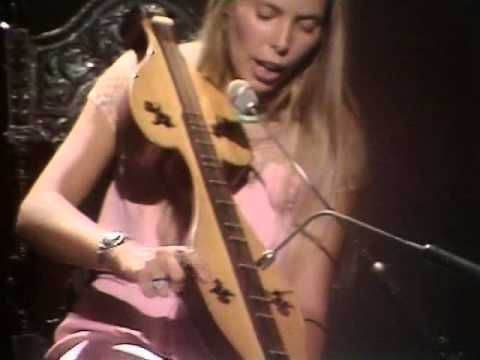 Joni Mitchell playing live in 1970 (complete concert) Go to about min 18 and she is playing her dulcimer