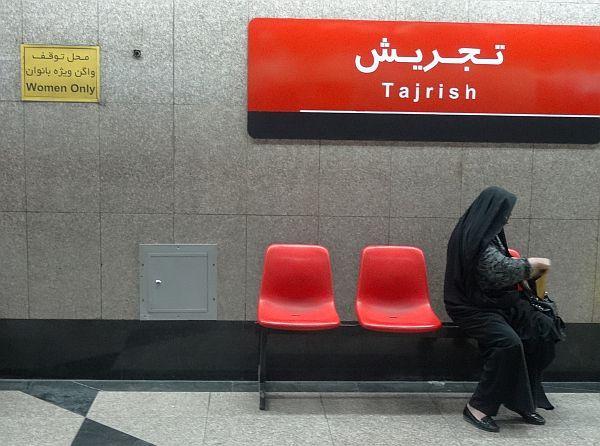 W metrze są osobne wagony i perony dla samotnych kobiet