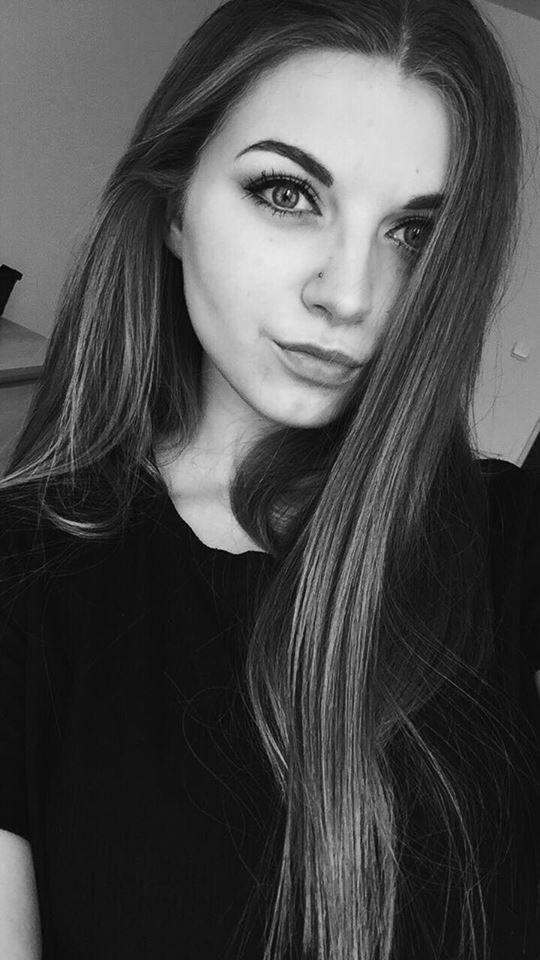 instagram girl selfie nose piercing kolczyk blonde