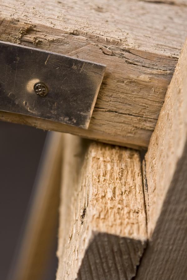 the carpenter's chair _ detail