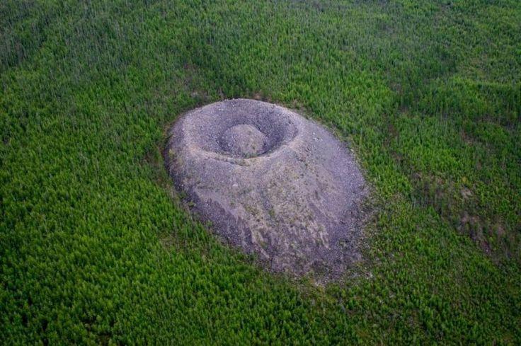 Dallo strano ronzio messicano al cratere dove gli alberi crescono più velocemente. E poi i classici Loch Ness o le ipotesi sulle linee di Nazca. Del