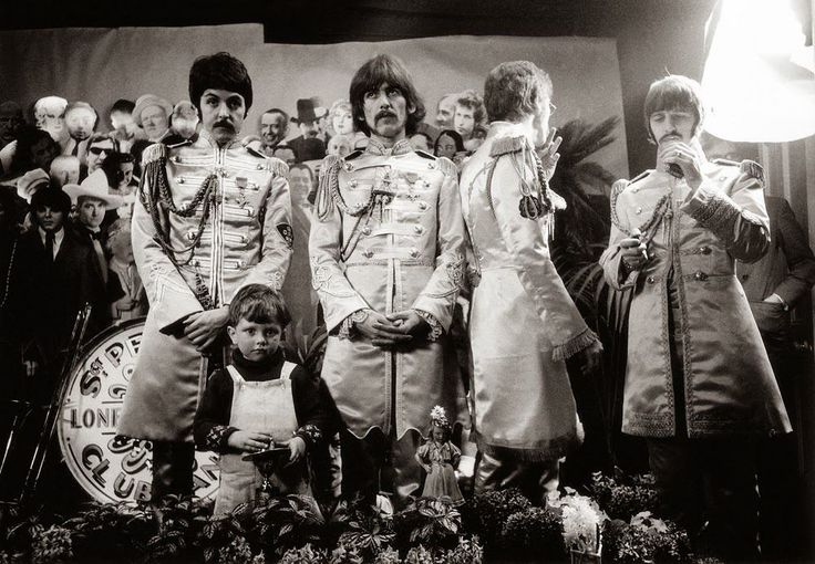 1967, The photo session took place at Chelsea Manor studios in London with Michael Cooper for the cover of The Beatles Sgt. Pepper album.