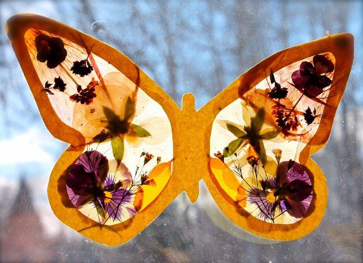 Een coole vlinder knutselen met gedroogde zomerbloemetjes. (klik voor tutorial)