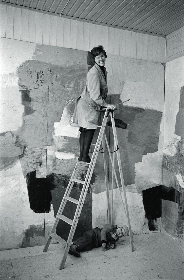 Inger Sitter jobs with daughter Gro Nesjar the ladder. Carl Nesjar shot.