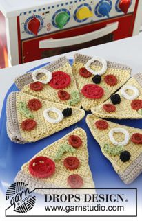 """Pizza Party - Crochet DROPS pizza in """"Paris"""". - Free pattern by DROPS Design"""