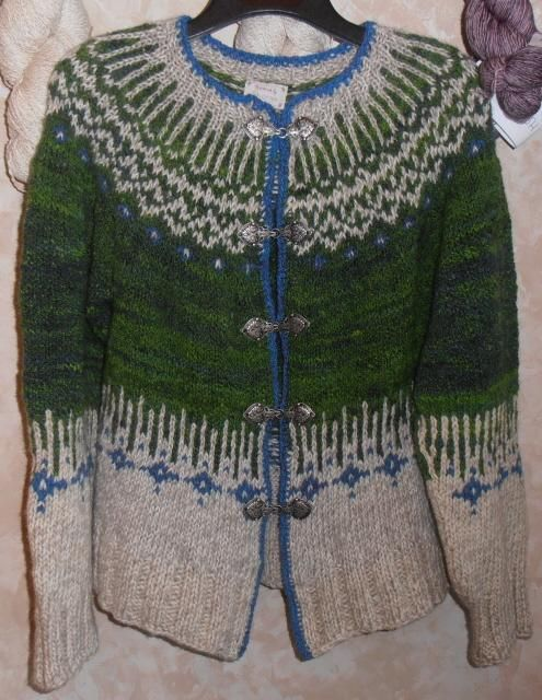 Homespun Icelandic Sweater project on Craftsy.com...love the change from grey into the green on bottom half...MXS