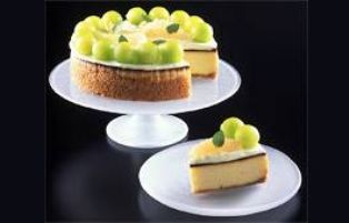 Midori Cheesecake - Melon liqueur cheesecake with sour cream topping. Leave off glaze to keep gelatin free