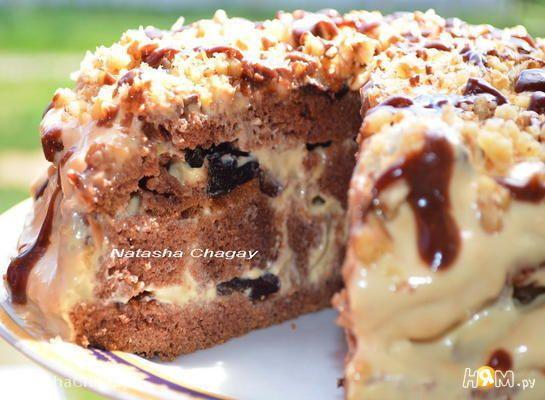 Бисквитный торт с кремом из вареной сгущенки и сметаны и черносливом