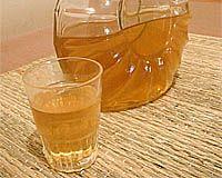 LICOR DE ANIS  receita de licor de anisIngredientes 1 xícara de cachaça ou álcool de cereais 2 xícaras de água 1/2 xícara de açúcar 10 anis-estrelados  Preparo Leve a água, o açúcar e o anis para cozinhar em fogo baixo por cerca de 10 minutos. Tampe e deixe esfriar. Misture em um vidro junto com o álcool, tampe e deixe em maceração por 20 dias. Coe e conserve em recipiente tampado e arejado.