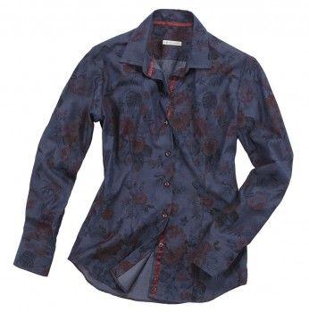 Camicia blue notte con fiori rossi. Seguici anche su                           www.redisrappresentanze.it