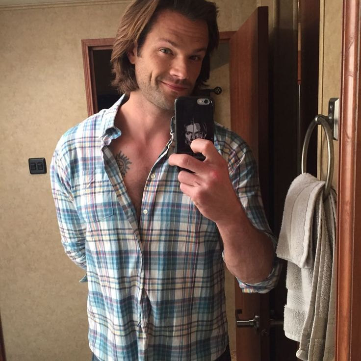 """Do you see what I see?"" ~ Jared selfie showing Sam's anti-possession tattoo, filming Supernatural s13 