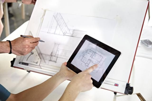 Easy-to-Use Tools for Drawing Simple Floor Plans: Anyone can draw simple floorplans using easy online tools.