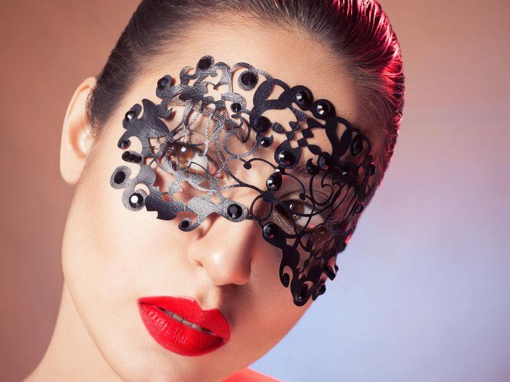 #fatimanasir #facelace #maccosmetics #swarovski #beauty #makeup #makeupartist #photoshoot #glamour