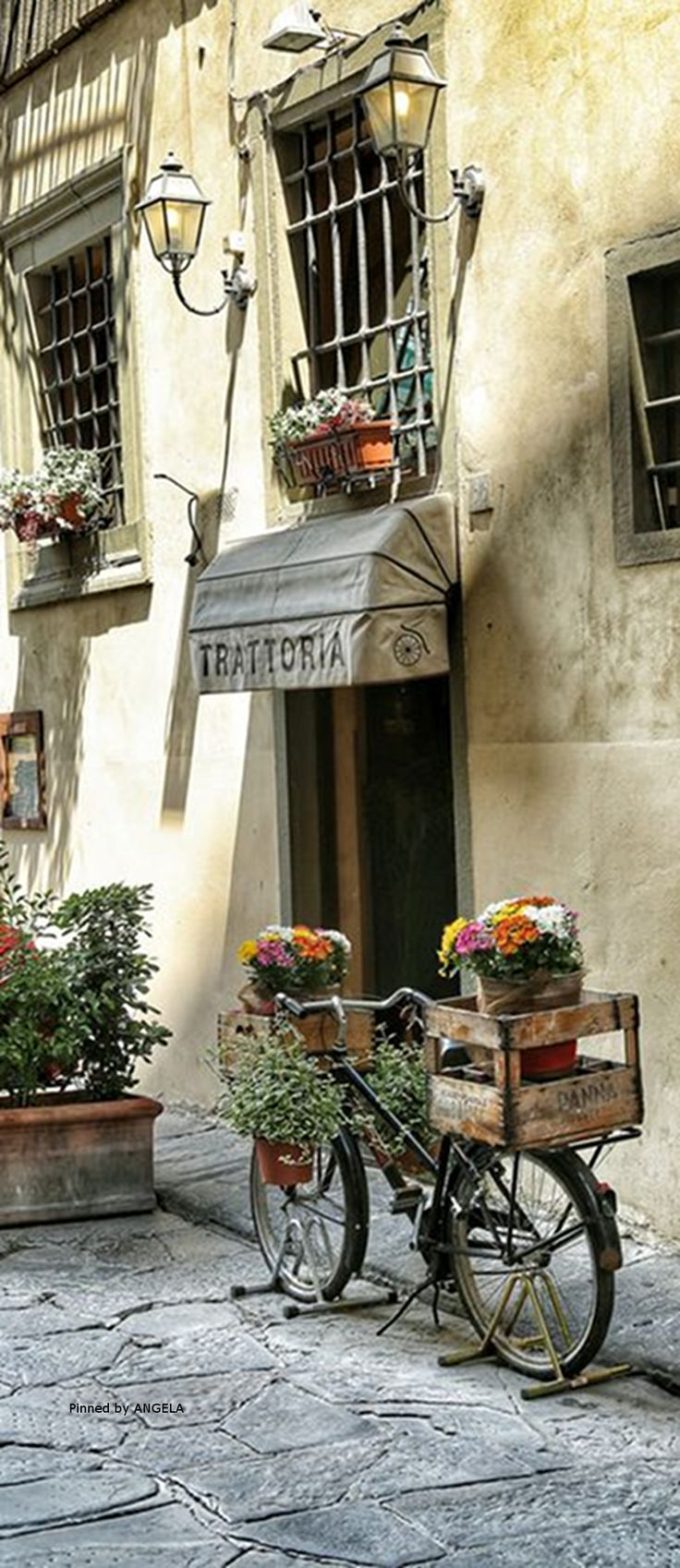 An adorable Italian corner in Florence, Italy