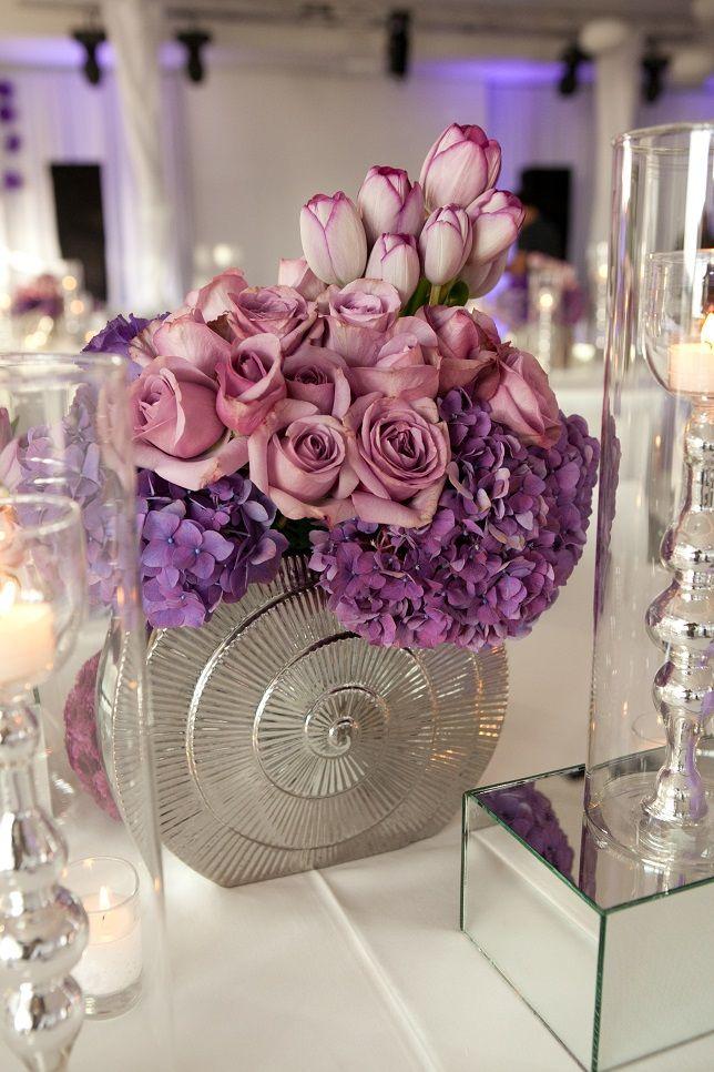 Idée de centre de table pour un mariage en violet