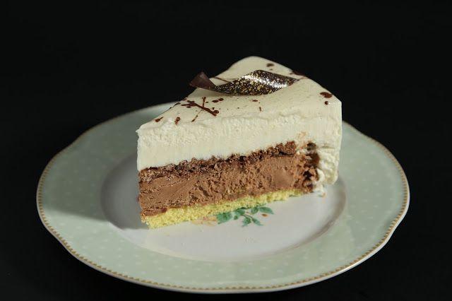 Biscotto classico di riso, crema al cioccolato e caramello, croccantino al riso soffiato e cioccolato al latte, mousse al riso e cioccolato bianco