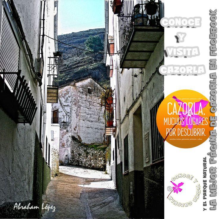 Las casas que ocupan la falda del castillo de Cazorla son primitivas, humildes y típicas a la vez, propias de la casa de un pueblo español y andaluz.