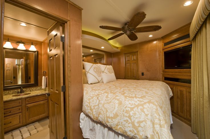 Bravada Yachts Gt2275 State Room Houseboat Interiors