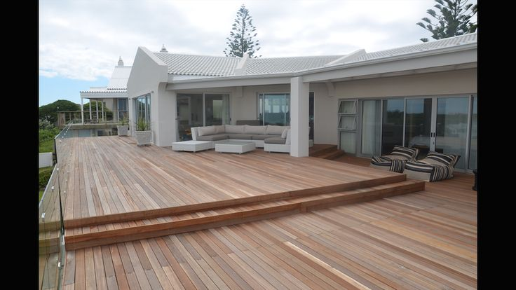 CAPE ST FRANCIS - Luxurious beach house in Cape St Francis sleeps up to 12 people. Ocean views and perfect for a family holiday along the Garden Route of South Africa.