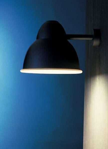 biblio parete | Viabizzuno | luminaria de pared para interiores y exteriores en los acabados inox pulido, pardo antiguo, negro noche, scurodivals, gris plata. biblio pr puede ser cableado para lámparas halógenas / led E27 150W como máximo, de vapores de halogenuros G12 70W o lámparas fluorescentes de ahorro energético GX24q-4 42W. bajo pedido está disponible el vidrio de protección dotado de junta, lo cual hace que el aparato resulte conforme con la norma IP44.