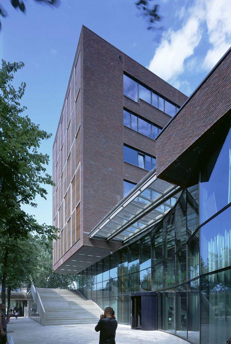 Het kantoorgebouw voor de Gemeentebelastingen Amsterdam en de Gemeentelijke Sociale Dienst bestaat uit twee delen, één zes verdiepingen hoog volume op de hoek van Bijlmerdreef en Flierbosdreef, waarin overwegend kantoorvertrekken (kantoor: 15.000 ...
