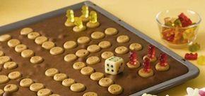 Ein leckerer Kuchen vom Blech mit Amarettini für jeden Kindergeburtstag