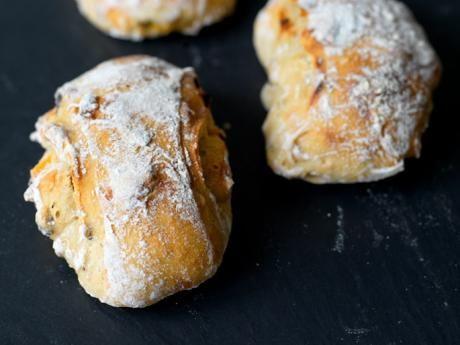 - Dinkelbröd med aprikos och hasselnötter - Spelt Rolls with Apricot and Hazelnut - overnight yeast