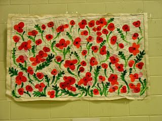 Poppies in Flanders Field, a collaborative mural - kindergarten atelier blogspot