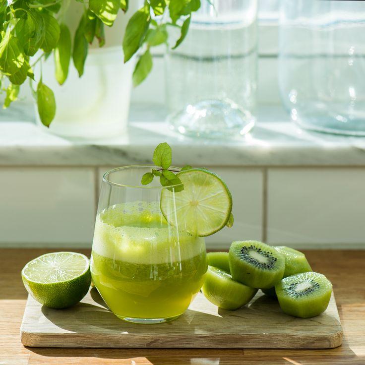Kiwi and Lime Juice: 9 kiwis + 2 limes + 200ml dry ginger ale