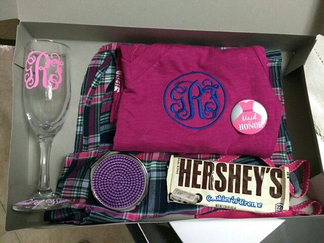 My maid of honor gift box. Personalized glass and pajama. Mirror and hershey's.