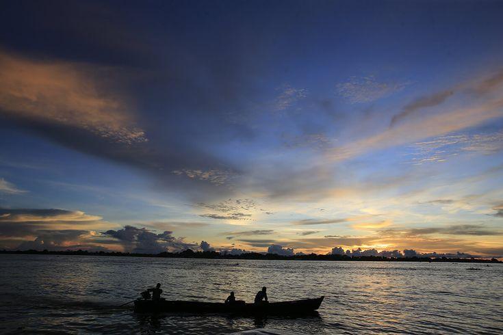 O êxodo despovoa a região de fronteira do Brasil com a Colômbia e o Peru, no extremo oeste do Amazonas. O Rio Solimões é corredor da migração e comércio.  Dida Sampaio/AE.  Estadão