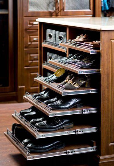 Комод с выдвижными полками для обуви.