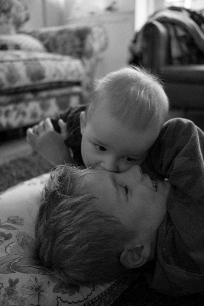 Grote en kleine broer- Kinder fotografie- child photography- http://www.mylucie.com