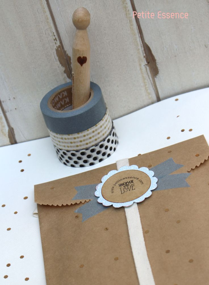Sobre de papel Kraft decorado con papel Washi Tape