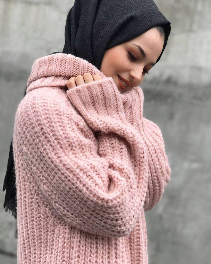 "122 Likes, 4 Comments - Hijab Chicness (@hijabchicness) on Instagram: "" @beyzacolaklar9 | #hijabchicness"""