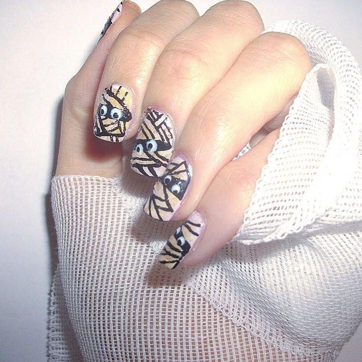 #Manicure ideas: free-handed mummies. mummie-nail #nail #nailart #halloween #ideas