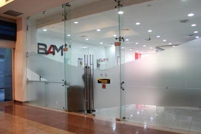 Ubicación: Plaza Financiera y Paseo Miraflores.  Local:PF 03  Teléfonos: 2474-1048 / 2474-1264  Sitio Web:  www.bam.com.gt