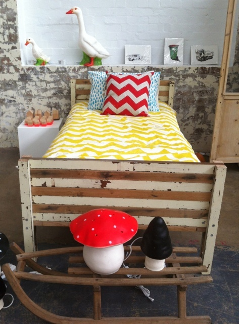 RECYCLE  - recycled kids bed