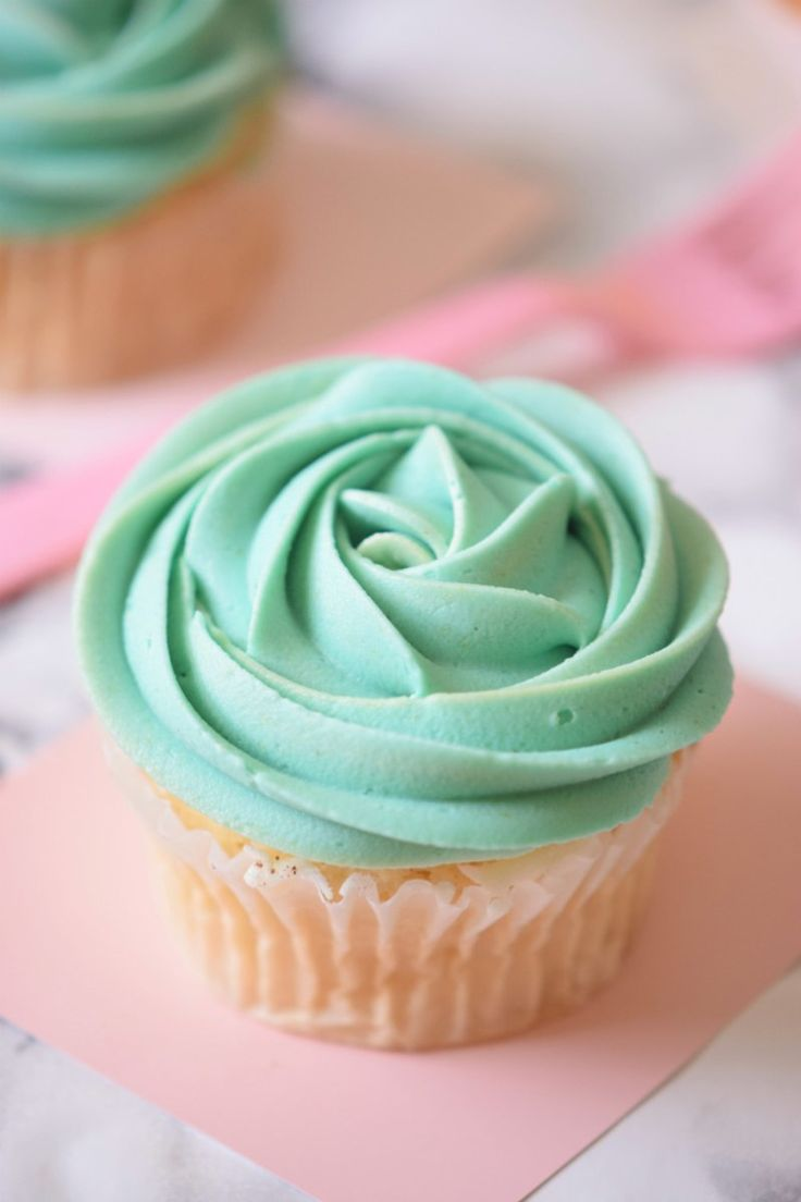 Super Easy and Delicious One Bowl Teal Cupcakes (Mermaid Cupcakes). Click Now and Visit!